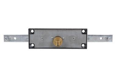 Comprar Cerradura Persiana Metal P DERECHA(Llaves Iguales)AAA COF-31300172.AAA en Ferretería el Clavo.